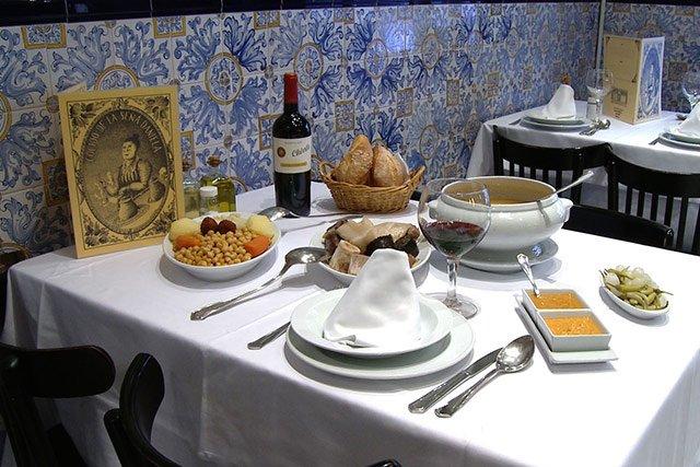 pratos típicos de Madri: cocido madrileño